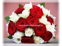 červeno-bílá svatební kytice, kětiny: chryzantémy a růže