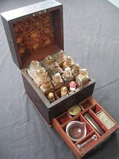 Apothecary box...OMG love love love. Want want want LOL! Look at it OMG!