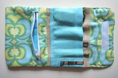 DIY The Gilded Hare: tutorial: travel kit organzier Diy Sewing Projects, Sewing Hacks, Sewing Tutorials, Sewing Crafts, Sewing Ideas, Sewing Kit, Baby Sewing, Quilting Projects, Fun Projects