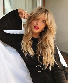 Makeup blonde fringe hairstyles, blonde hair with fringe, h Bangs With Medium Hair, Medium Hair Cuts, Medium Hair Styles, Curly Hair Styles, Medium Blonde, Haircuts For Long Hair, Hairstyles With Bangs, Straight Hairstyles, Hairstyles 2018