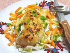 Необходими продукти за 6 порции:6 пилешки филета150 гр котидж сирене1/3 стрък праз,нарязан на ленти100 гр майонеза1 с л горчица100 гр гал�...