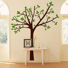 A árvore dá vida ao ambiente mais claro.