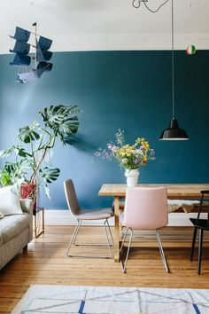 Mid blue shade in the living room is very elegant with the parquet, colourful accessories and bright furniture - 35 ideas for blue wall colour in home decoration Blue Wall Colors, Room Wall Colors, Home Wall Colour, Blue Wall Decor, Paint Colours, Bathroom Colors, Color Blue, Living Room Paint, Living Room Interior