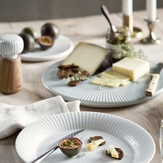 The Hammershøi range consists of elegant and simple tableware with fine historical details in natural, Nordic materials; ceramic, oak and glass. The ceramics are designed with decorative furrows inspired by world-renowned artist Svend Hammershøi's works. Tapas Recipes, Grazing Tables, Kitchen Dishes, Antipasto, Charcuterie, Modern Interior Design, Pottery, Plates, Ceramics