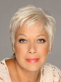 White-Blonde-Pixie Very Short Haircuts for Older Women for New Look – Womens Hairstyles – Frisuren Wedge Hairstyles, Hairstyles Over 50, Hairstyles For Round Faces, Short Hairstyles For Women, Wedding Hairstyles, Updos Hairstyle, Beehive Hairstyle, Trendy Hairstyles, Pixie Hairstyles