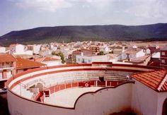 plazas de toros en portugal | plaza de toros de talayuela tres cuartos de entrada en tarde ventosa y ...