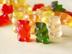 Drunken Gummy Bears - These little bite sized treats go over very well. Soaked in cherry flavored alcohol. The gummy bears swell and are a tasty treat. Healthy Filling Snacks, Yummy Snacks, Yummy Treats, Drunken Gummy Bears, Flavored Alcohol, Jimmy Fallon, Good Food, Sweets, Stuffed Peppers