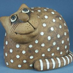 Ceramic Wall Art, Ceramic Pottery, Animal Sculptures, Sculpture Art, Felt Animals, Funny Animals, Beginner Pottery, Clay Cats, Paper Mache Crafts
