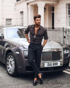 If you want to Look Like a Real Man or You Want Upgrade your Style at Different Level then this article is for You. Fashion Moda, Suit Fashion, Daily Fashion, Mens Fashion, Fashion Outfits, Spring Fashion, Fashion Ideas, Dapper Gentleman, Photography Poses For Men