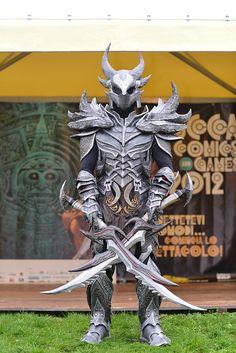 Skyrim's daedric armor cosplay
