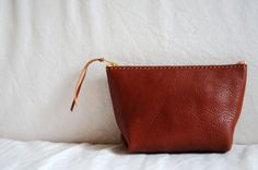 Etsy の Hand Stitched Leather Pouch by ArtemisLeatherware