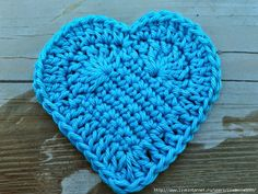 José Crochet: Free crochet pattern heart ♥ One of many crochet heart patterns, and a wonderful tutorials on how she makes hers. Free Heart Crochet Pattern, Crochet Motifs, Crochet Stitches, Free Crochet, Free Pattern, Knit Crochet, Crochet Patterns, Crochet Appliques, Easy Crochet