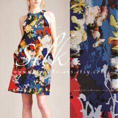 Tissu de soie bleu et rouge imprimée abstrait