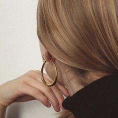 @thealovstad wearing @commonmuseco Tilda hoop earrings is just perfection ✨