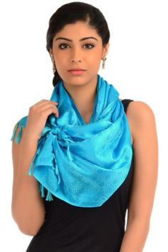 This cool blue stole will spruce up your persona like never before with its subtly glamorous look. The paisley woven patterns on its body are full of energy and beauty.