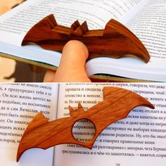 I made wooden page holder for books. When you are disturbed to read you can use … I made wooden page holder for books. When you are disturbed to read you can use it as batarang 🙂 Pin: 1080 x 1080 Woodworking Table Plans, Japanese Woodworking, Woodworking Logo, Woodworking Projects Diy, Popular Woodworking, Wood Projects, Diy Projects To Try, Unique Woodworking, Book Crafts