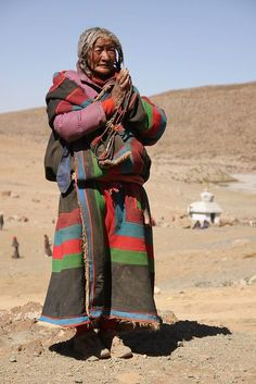 Old woman praying by Raphael Bick, via Flickr