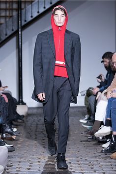 Saif Bakir and Emma Hedlund unveiled theAutumn/Winter 2018 collection forCMMN SWDN presented during Paris Fashion Week. (Visited 12 times, 1 visits today)