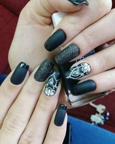 29 Fotos de Unhas decoradas preta e branca tendências outono 2018 Manicure Y Pedicure, Mani Pedi, Fancy Nails, Cute Nails, Hair And Nails, My Nails, Henna Nails, Henna Nail Art, Mandala Nails