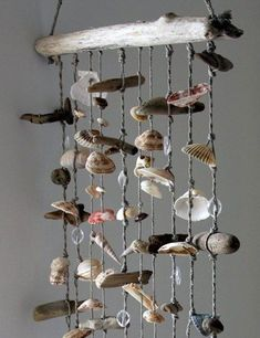 4 ingenious DIY decoration ideas for the most beautiful of all seasons - Summer Custom Hobbies And Crafts, Diy And Crafts, Carillons Diy, Tiny Living Rooms, Beach Crafts, Seashell Crafts, Gift Table, Mobiles, Driftwood