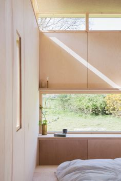 This tiny cabin can be found on the periphery of Snowdonia& National Park in Mid Wales. It& been built as a writer& retreat and has been dubbed Slate Ca Interior Barn Doors, Interior And Exterior, Snowdonia, Agi Architects, Bauhaus, Small Buildings, Ground Floor Plan, Cabin Design, House And Home Magazine