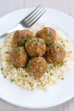 Who can resist a plateful of Honey Garlic Turkey Meatballs?! Great as appetizers or served over rice as an easy dinner. from @cookincanuck
