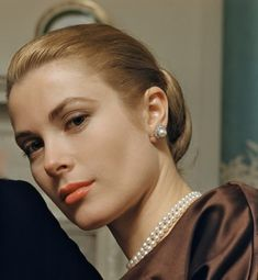 Grace Kelly had beautiful face bone structure - perfectly proportioned. A classic beauty.