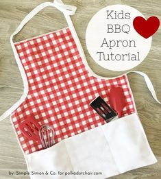 More than 60 simple summer sewing projects. From summer bags to swim coverups and more. Lots of cute summer sewing ideas. Sewing For Kids, Free Sewing, Hand Sewing, Child Apron Pattern, Apron Tutorial, Bbq Apron, Easy Sewing Patterns, Apron Patterns, Dress Patterns