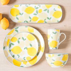 pottery painting ideas Spring Interior Design Shopping Selection [Under 20 euros] Painted Plates, Hand Painted Ceramics, Ceramic Plates, Ceramic Pottery, Pottery Painting Designs, Pottery Designs, Paint Designs, Ceramic Painting, Ceramic Art