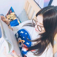 Isn't that Somi? Jeon Somi, Sulli, Korean Girl, Asian Girl, Korean Style, Jung Chaeyeon, Korean Aesthetic, Kim Sejeong, Poses