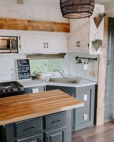 Ideas To Rv Kitchen Make Your Happy Camper RV Living When planning a move, you may decide to start with an RV kitchen renovation. However, before making that decision, you may want to think about how you. Rv Cabinets, Kitchen Cabinets, White Cabinets, Fifth Wheel Campers, Fifth Wheel Trailers, Deco Studio, Camper Kitchen, Trailer Interior, Airstream Interior