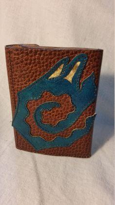 Portefeuilles compact en cuir de la boutique AtelierQTanne sur Etsy