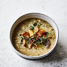 This creamy mushroom soup is actually dairy free. It uses cashew nuts to create a thick and delicious creamy texture. It's perfect, effortless, nourishing comfort food. It can easily be made vegan by using vegetable stock. Chicken Pumpkin, Pumpkin Soup, New Recipes, Soup Recipes, Healthy Recipes, Kale And Bean Soup, Lemon Soup, Vegetable Puree, Vegetable Stock