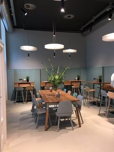 Pin by nutcreatives on interiors are made for living in 2019 카페 디자인, 카페 인테리 Design Garage, Shop Front Design, Study Cafe, Cafe Shop, Restaurant Interior Design, Cafe Design, Interior Exterior, Restaurant Bar, Home Decor