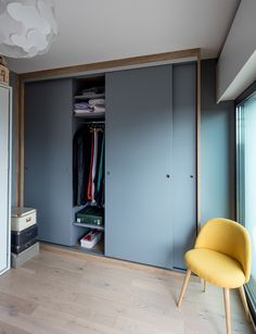 Placard Sur-mesure portes coulissantes bleu - plus de photos sur le site de la Compagnie des Ateliers