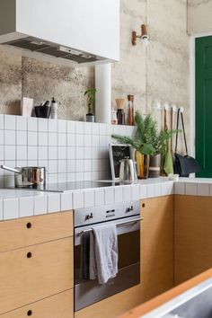The Nature-Inspired Eco House - House Nerd Big Kitchen, Kitchen On A Budget, Kitchen Dining, Kitchen Decor, Kitchen Ideas, Kitchen Tile, Updated Kitchen, Kitchen Cabinets, Perth