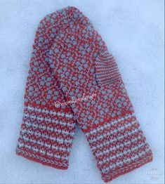 Strikket i lanett fra Sandnes garn.  #diy #vottestrikk #votter #mittens #knitting #knitmittens #nowegianknitting #mønsterstrikk #strandedknitting #fairisleknitting Fashion Forms, Style, Swag, Stylus, Outfits
