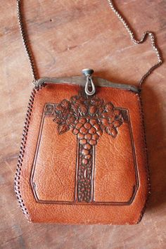 .hand tooled leather purse..arts and craft 1915-1918-