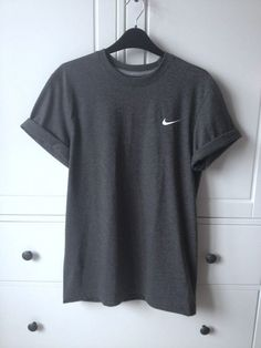 shirt trainers nike tory burch t-shirt dress streetwear nike sportswear t-shirt – Outfit Inspiration & Ideas for All Occasions Athletic Outfits, Athletic Clothes, Athletic Wear, Athletic Shoes, Cute Shirts, Simple Shirts, Plain Shirts, Loose Shirts, Casual T Shirts