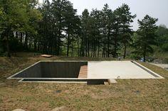 Construído na 2009 na Yangpyeong-gun, Coreia do Sul. Imagens do Wooseop Hwang,  Yong Gwan Kim. Casa Terra é uma casa do céu, construída em homenagem aYoon Dong-joo, poeta coreano que escreveu sobre o céu, a Terra e as estrelas.  É uma casa...