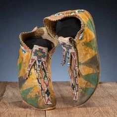 Mescalero Apache Beaded and Painted Hide Moccasins Native American Moccasins, Native American Regalia, Native American Crafts, Native American Design, Native American Artifacts, Native American Beadwork, American Indian Art, Indian Artifacts, Beaded Shoes