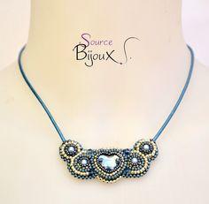 Collier Brodé Coeur de Cristal Bleu Argent : Collier par source-aux-bijoux