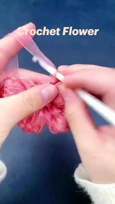 Crochet Flower Tutorial, Crochet Flowers, Crochet Instructions, Crochet Flower Patterns, Crochet Designs, Yarn Flowers, Crochet Gifts, Cute Crochet, Crochet Yarn