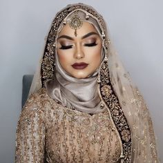 Hi beauties really excited for this collab with @amnahussainmua shes an amazing make up artist my skin looks flawless to learn what products she used and how she created this look head over to my youtube channel for FULL video ❤️