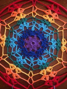 Scacciasogni or crochet cotton yarn dream catchers run of Rainbow colors on steel support. Crochet Mat, Crochet Mandala Pattern, Doily Patterns, Crochet Patterns Amigurumi, Free Crochet, Yarn Flowers, Diy Flowers, Handmade Crafts, Diy And Crafts