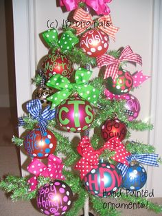 love these ornaments. Seems like it would be so fun to make on a rainy day before Christmas!