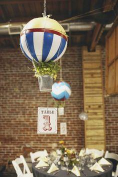 centros de mesa para bodas con globos