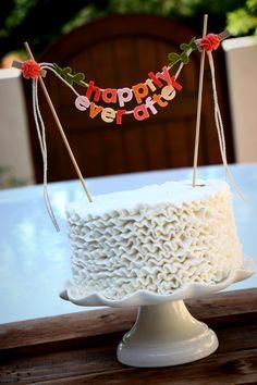 """Añadir un pequeño capricho a su pastel de boda... """"feliz siempre después"""" cake topper + ramitas. Hecho de fieltro de lana 100%. letra minúscula en tonalidades del atardecer."""