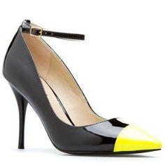 Gina from Shoedazzle.com