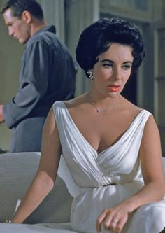 Elizabeth Taylor and Paul Newman in Cat on a Hot Tin Roof. I love me some Elizabeth Taylor! Hollywood Fashion, Old Hollywood, Golden Age Of Hollywood, Hollywood Glamour, Hollywood Stars, Classic Hollywood, Film Fashion, Fashion History, Fashion Tips